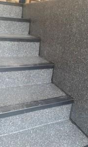 scari-cu-profile-metalice-1-225x300 Scari cu PVC